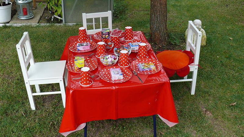 Der typische Kindertisch. Foto: © Caroline Schrader - Fotolia.com